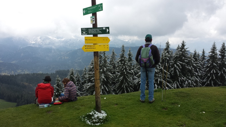 Blick vom Zwiesel auf die wolkenverhangenen Berge