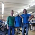 Musterung für die neue Kapuzensweatjacke bei unserer Näherei in Pfullingen