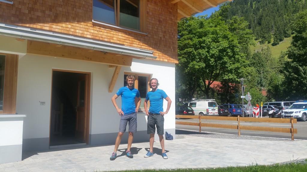 Die neuen Bergwacht Shirts zur Einweihung des neuen Bergwachthaus Hinterstein